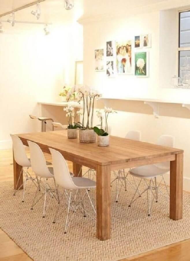 decoração de sala de jantar com mesa de madeira e tapete sisal bege Foto Pinterest