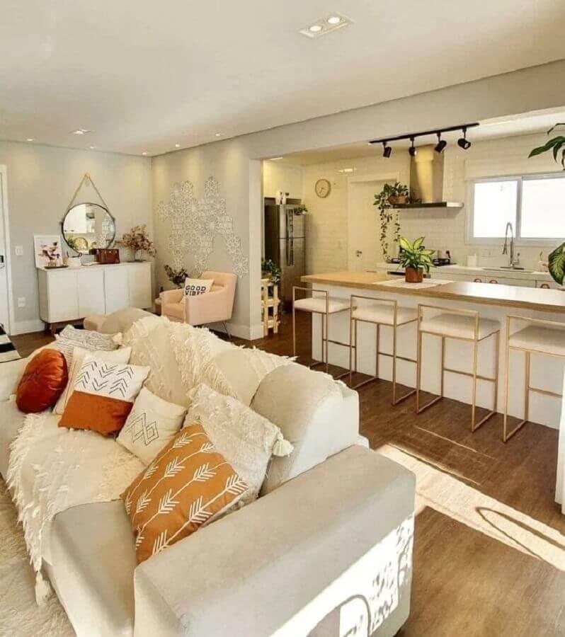 decoração em cores neutras para sala e cozinha integrada com ilha Foto Pinterest