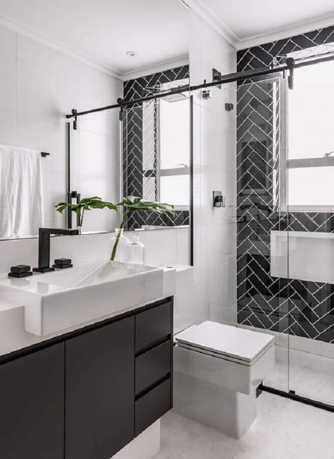 decoração em preto e branco para banheiro pequeno planejado Foto Jeito de Casa