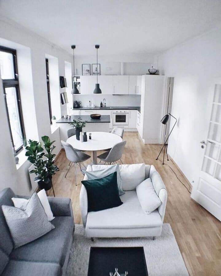 decoração em tons de cinza e branco para casa conceito aberto com sala e cozinha integrada Foto Decor Arse