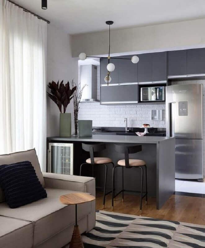 decoração em tons de cinza para sala de estar e cozinha integradas Foto Jeito de Casa