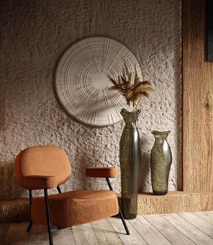 decoração em tons terrosos com poltrona design moderno Foto Behance