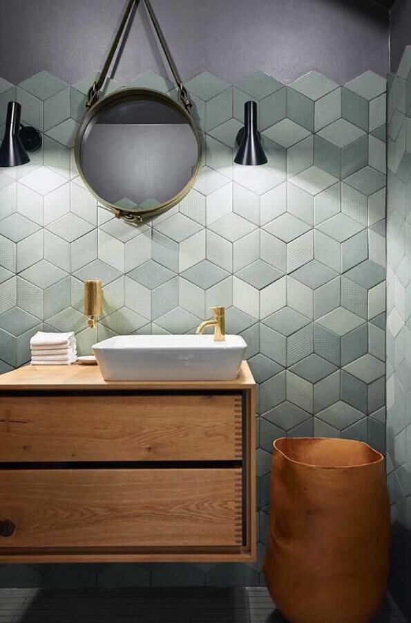 decoração moderna com luminária de parede para banheiro com gabinete suspenso de madeira  Foto Archilovers