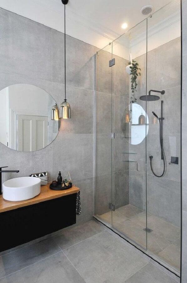 decoração moderna com luminária para banheiro cinza com parede de cimento queimado Foto Futurist Architecture