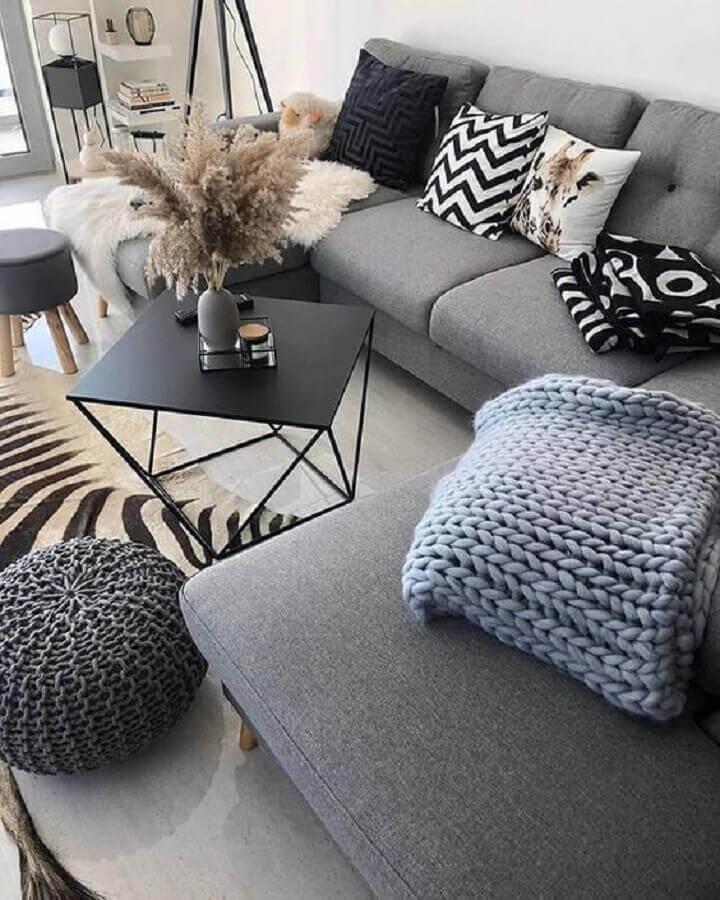 decoração para sala de estar com mesa de centro preta moderna  Foto Home24