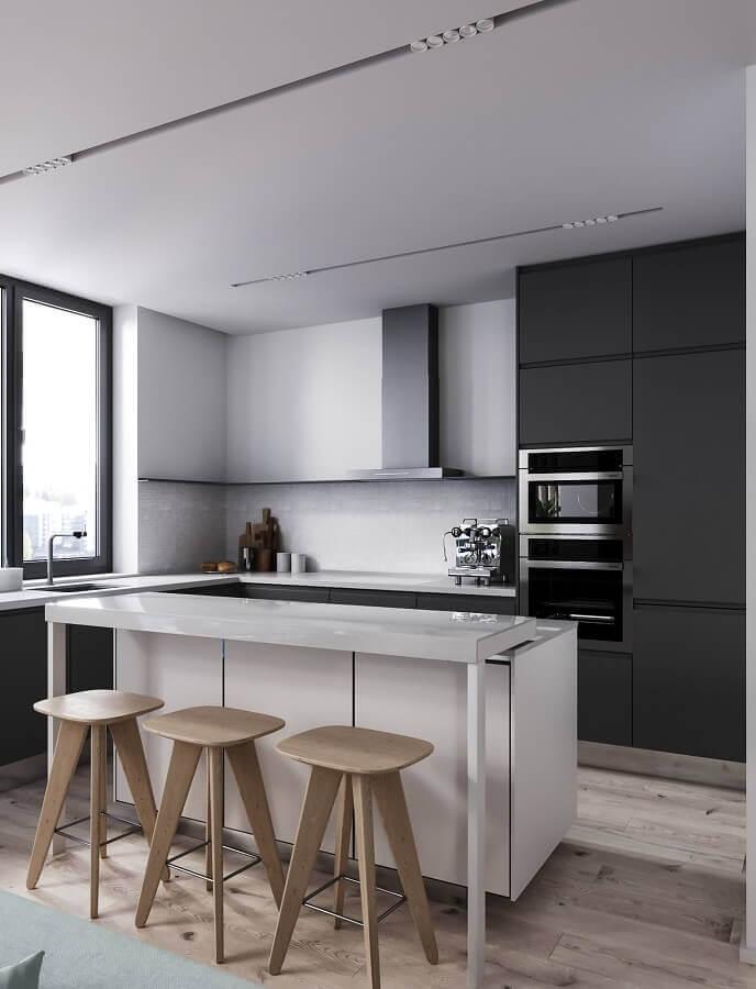 decoração preto e branco para cozinha moderna com banquetas de madeira Foto Behance