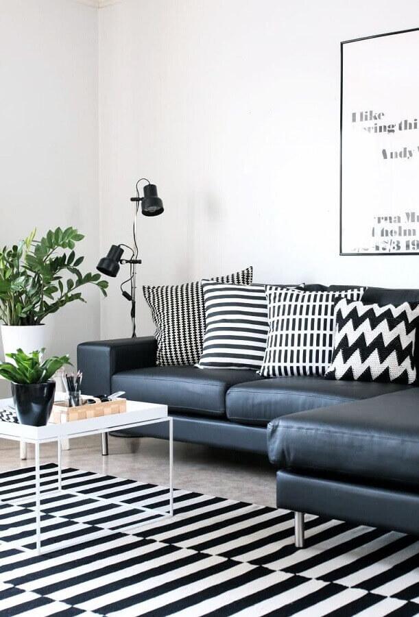 decoração preto e branco para sala de estar com tapete e almofadas listradas Foto Home Fashion Trend
