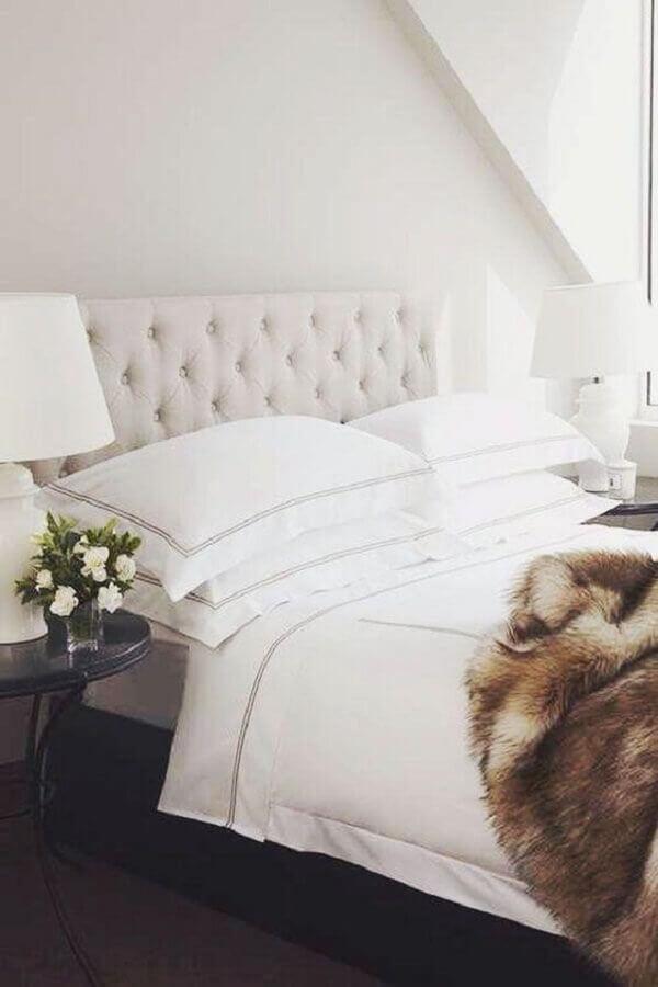 decoração romântica para quarto branco com abajur para mesa de cabeceira Foto Pinterest