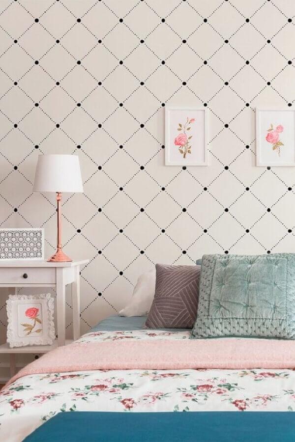 decoração simples com papel de parede delicado para quarto Foto Arkpad