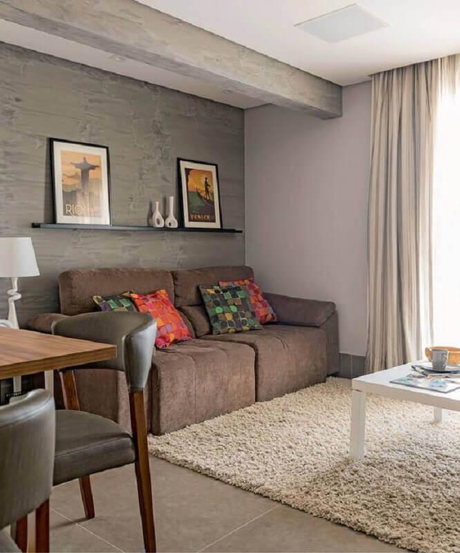 decoração simples para sala com tapete felpudo e sofá 2 lugares pequeno marrom Foto Pinterest