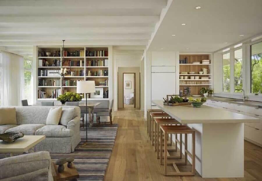 decoração sofisticada em cores neutras para cozinha com ilha e sala integrada Foto Pinterest