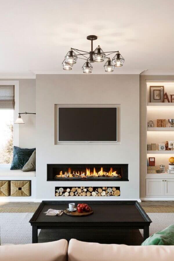 decoração sofisticada para sala com lareira e mesa de centro preta  Foto Home Fashion Trend