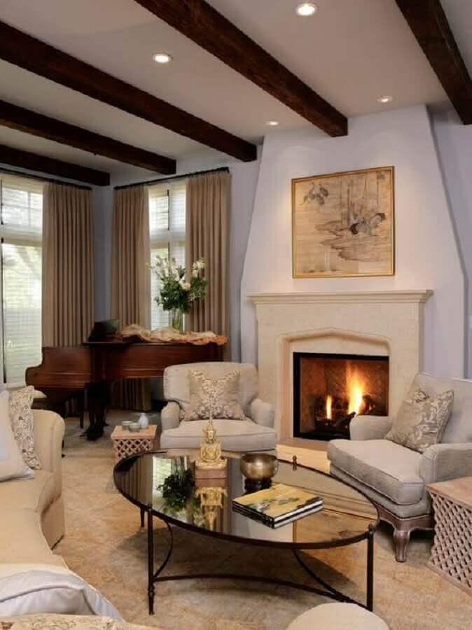 decoração sofisticada para sala com lareira e mesa de centro preta espelhada Foto Home Fashion Trend