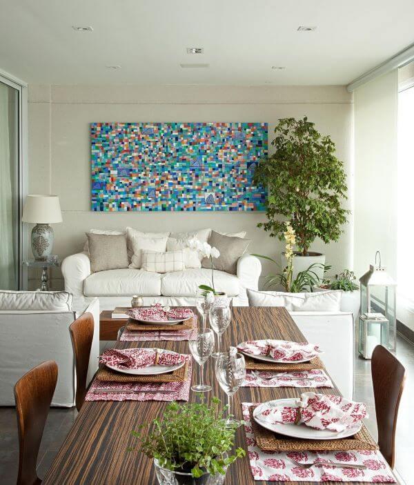 Decoração para varanda gourmet com quadros coloridos