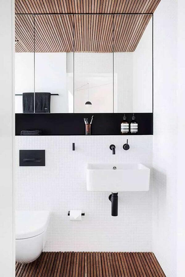 espelheira planejada com nicho preto para decoração banheiro minimalista branco Foto Home Fashion Trend