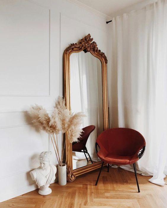 Espelho dourado de chão