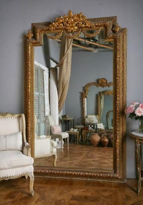 Espelho dourado grande de chão