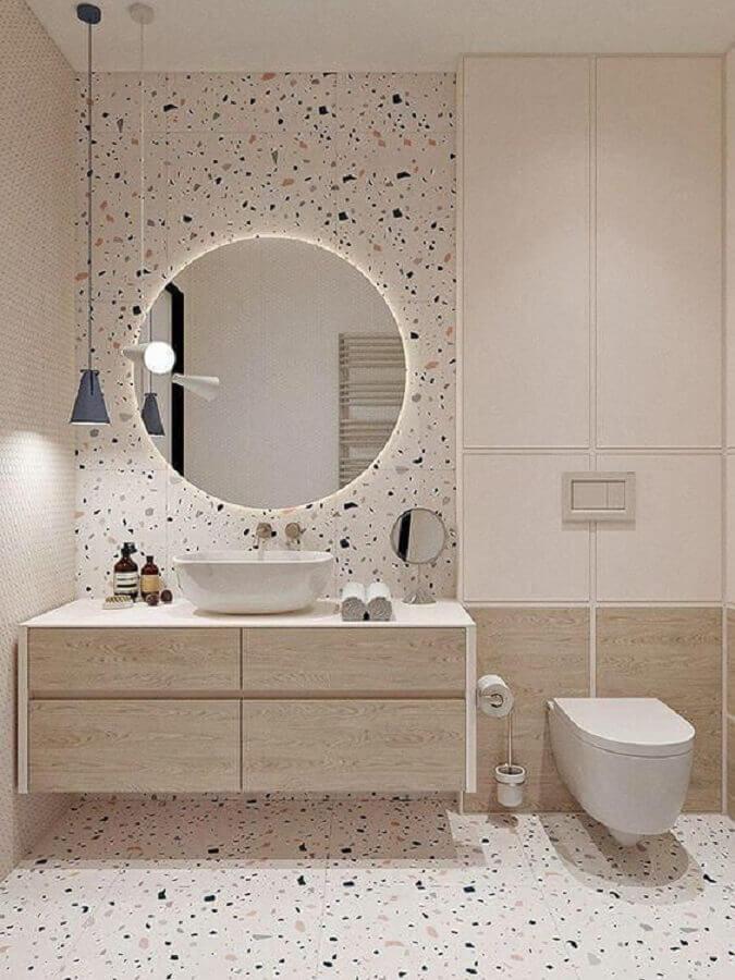 espelho redondo com led para decoração minimalista para banheiro com revestimento com pontos coloridos Foto Arkpad