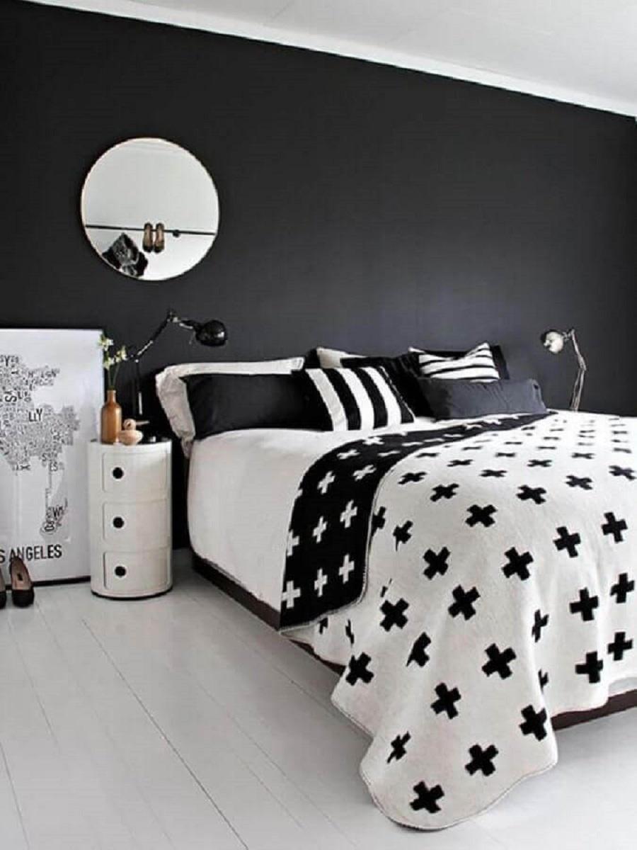 espelho redondo para decoração de quarto preto e branco minimalista Foto Jeito de Casa