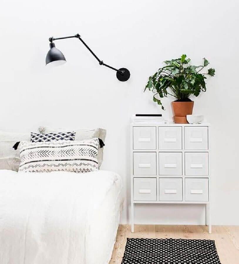 luminária articulável para decoração de quarto minimalista todo branco Foto We Heart It