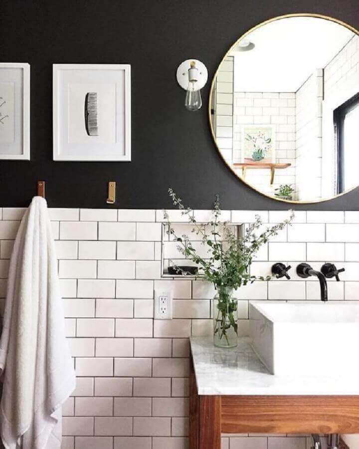 luminária de parede para banheiro preto e branco retrô Foto Manual da Obra