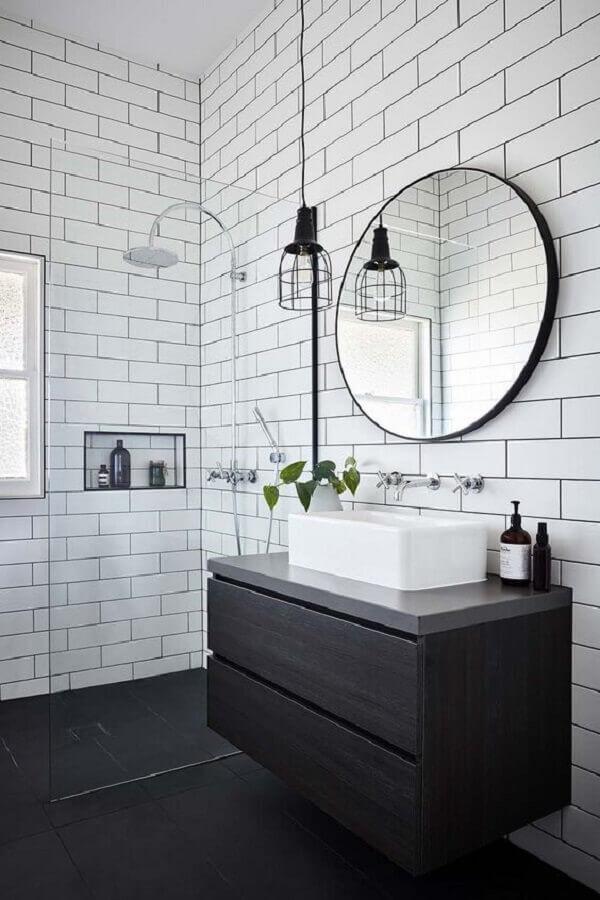 luminária para banheiro minimalista com gabinete suspenso preto Foto One Kindesign