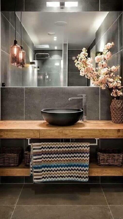 luminária pendente para banheiro decorado com estilo industrial Foto Pinterest