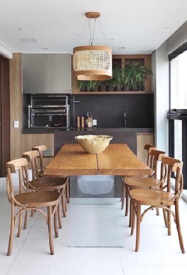móveis de madeira e lustre rústico para varanda gourmet com churrasqueira Foto Dcore Você