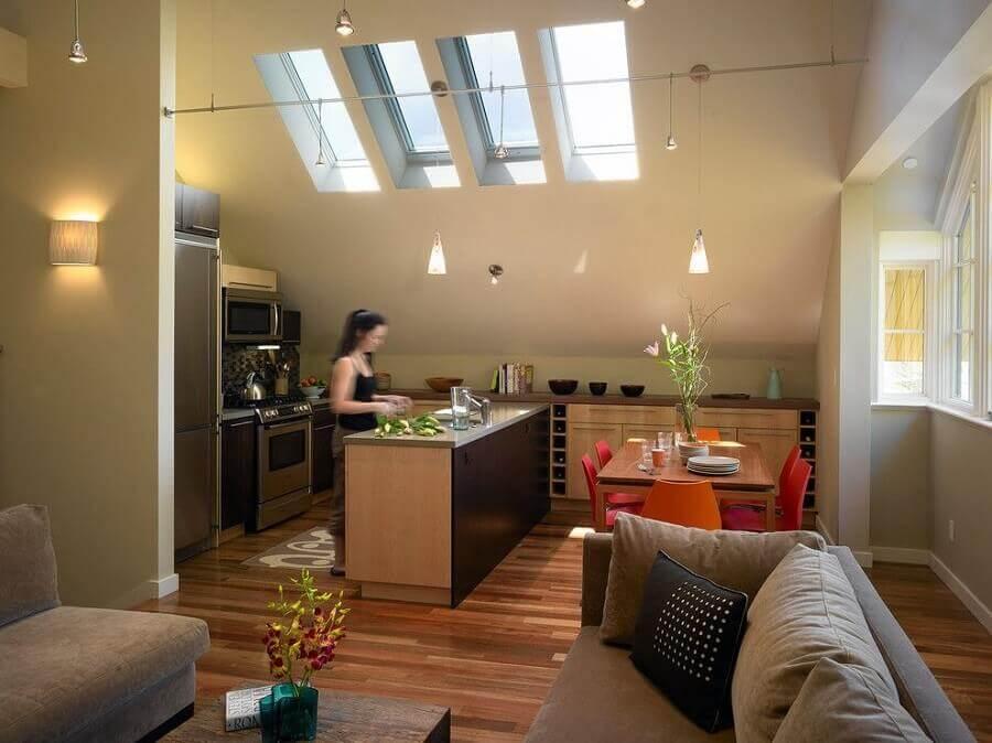 móveis planejados para decoração de sala e cozinha integrada com claraboia Foto Houzz