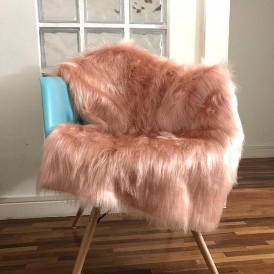 Manta de pelo para poltrona rosa