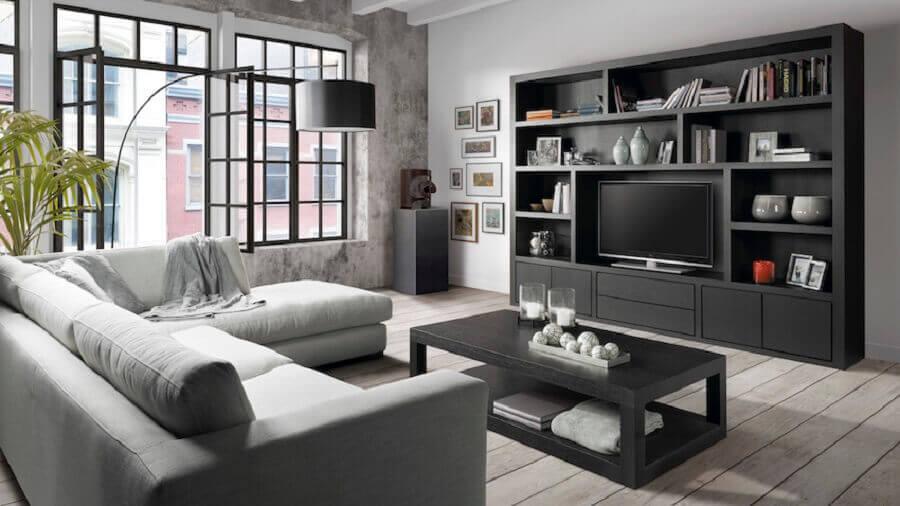 mesa de centro preta para sala de TV cinza decorada com sofá de canto Foto Pinterest