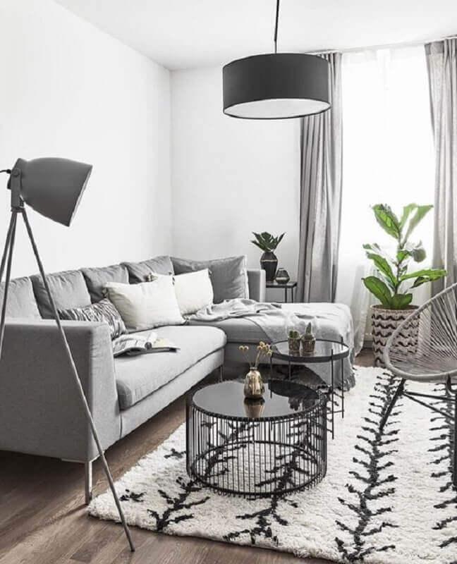 mesa de centro redonda preta para decoração de sala minimalista cinza e branca  Foto Espaço Mulher