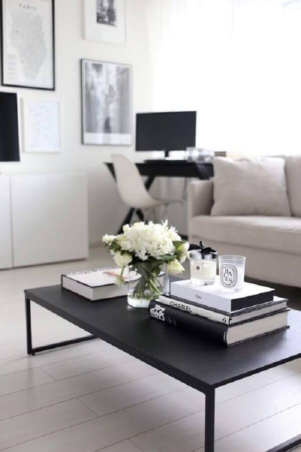 mesa de centro retangular preta para decoração de sala branca com home office Foto We Heart It