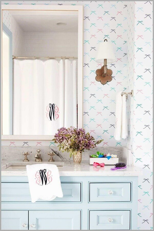 papel de parede delicado feminino para decoração de banheiro romântico Foto Achados da Decoração