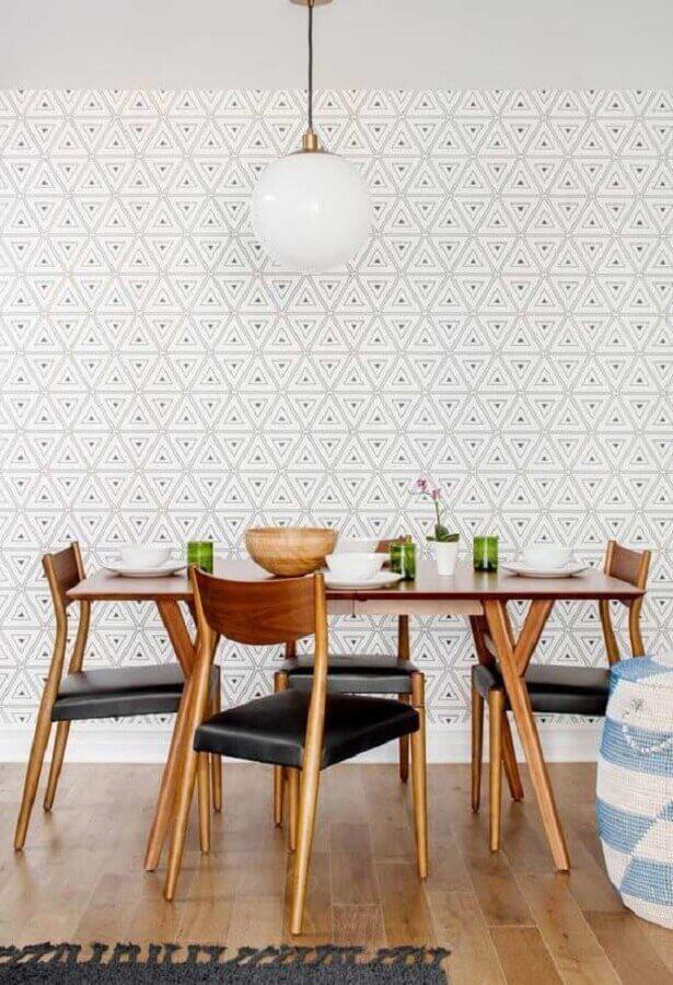 papel de parede delicado para sala de jantar decorada com mesa de madeira Foto Archzine