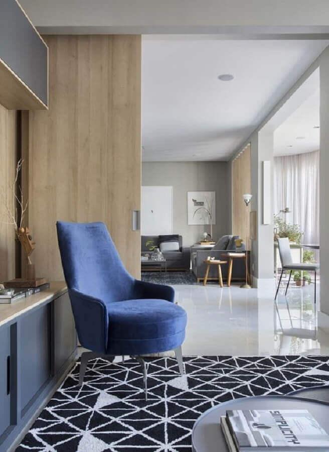 poltrona azul moderna para decoração de sala planejada  Foto Lider Interiores