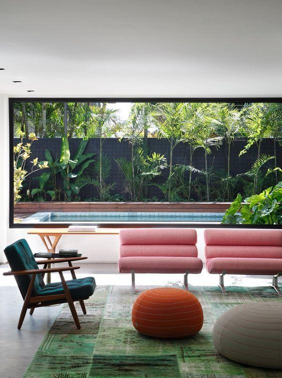 Sala moderna com poltrona verde