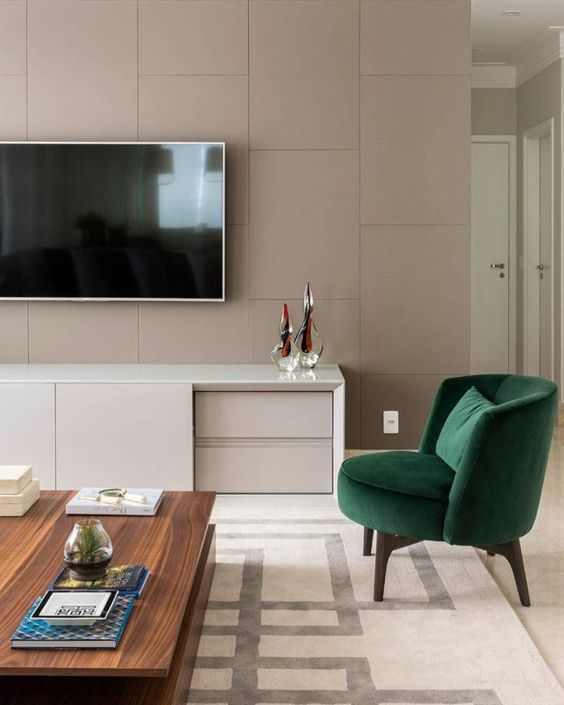 Poltrona verde na sala