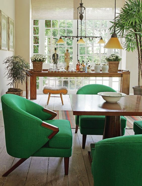 Mesa de jantar com poltrona verde
