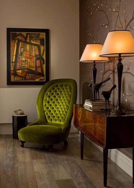 Sala clássica com poltronas verdes