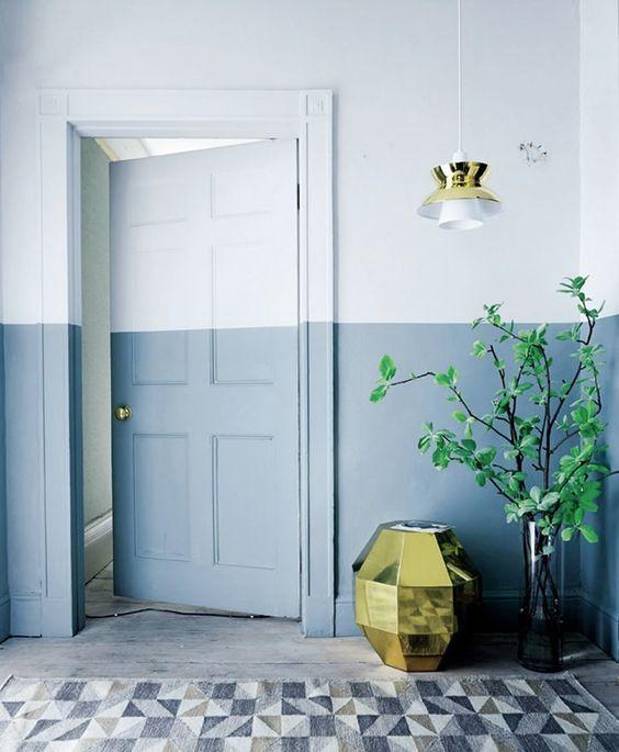 Porta de correr para quarto azul e branca