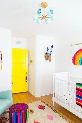 Porta para quarto amarelo