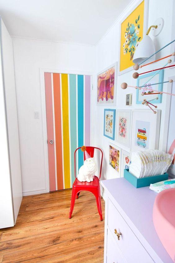 Porta colorida para quarto infantil