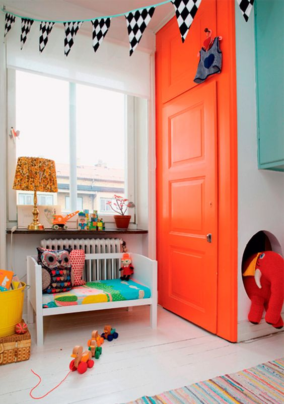 Porta para quarto laranja