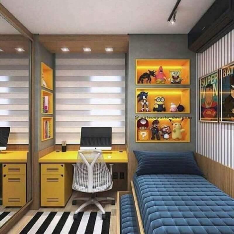 quadro para quarto masculino solteiro decorado com escrivaninha e nichos amarelos  Foto Pinterest