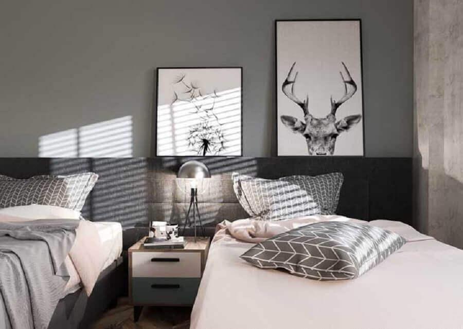 quadro para quarto masculino solteiro decorado em tons de cinza  Foto Pinterest