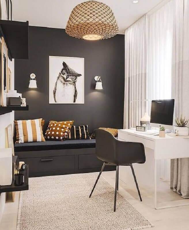 quadro para quarto masculino solteiro preto e branco decorado com escrivaninha pequena Foto Pinterest