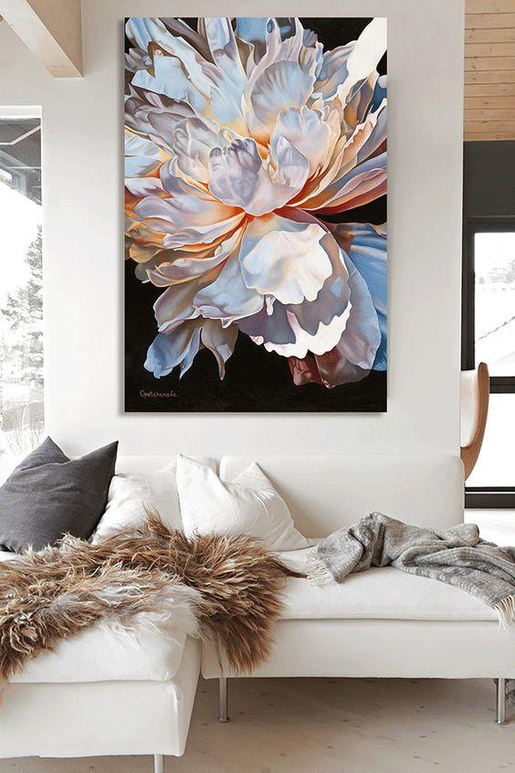 Quadros clássicos de flores na sala de estar