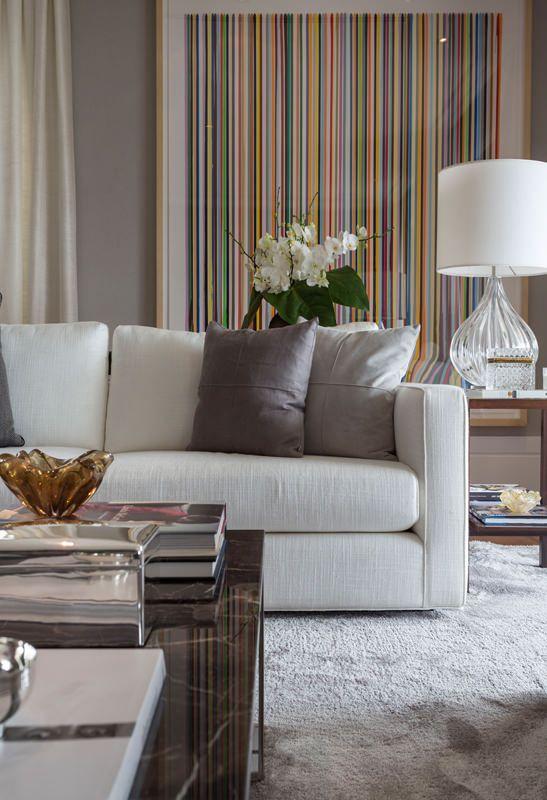 Quadros clássicos e coloridos para sala de estar