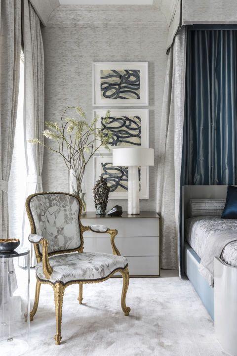 Quadros clássicos para quarto em tons branco e cinza